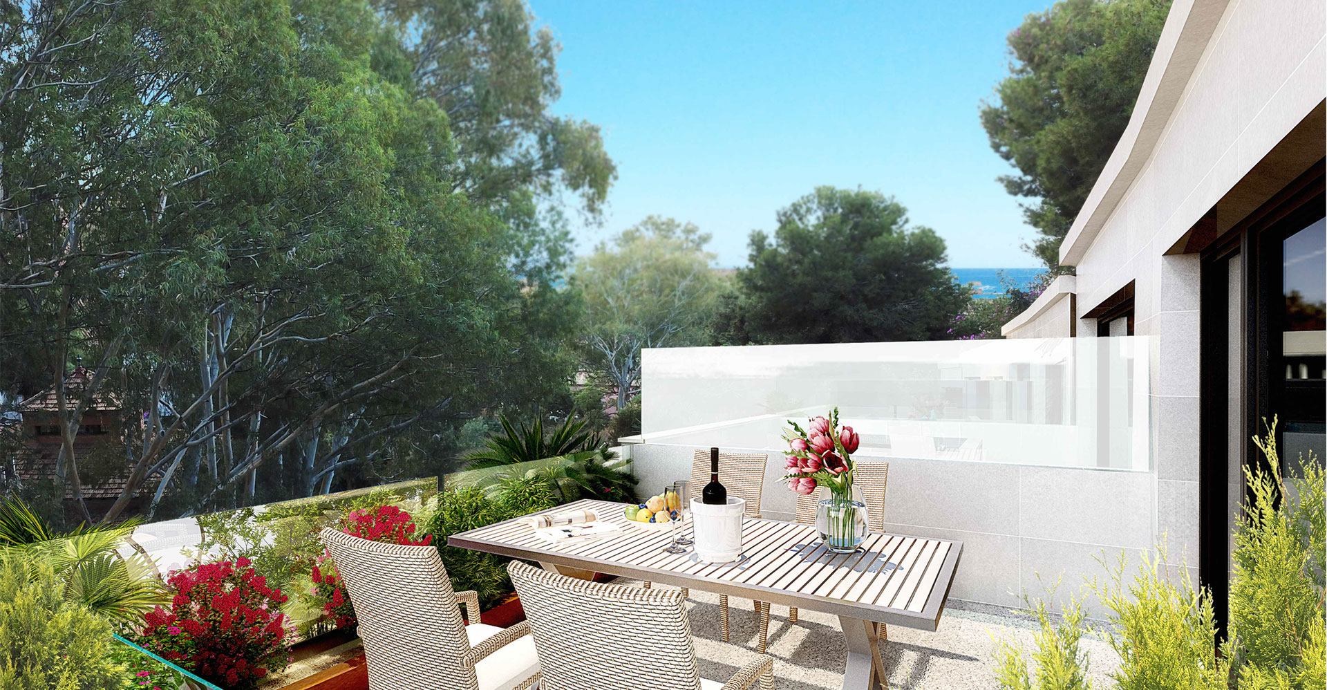 Vistas desde la terraza donde se puede apreciar el entorno vegetal y el mar a lo lejos